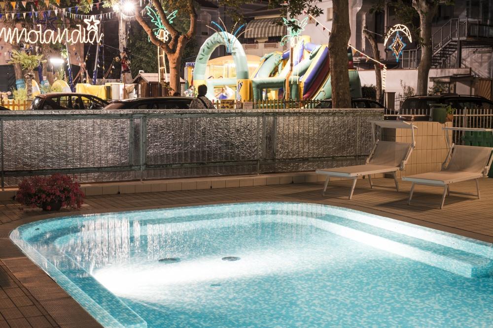 Hotel con piscina cesenatico albergo parcheggio vacanze - Hotel con piscina milano ...